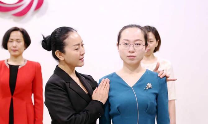 银行、医护、餐饮专业服务礼仪实训班